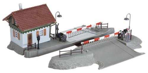 H0 Bahnübergang mit Schrankenwärterhaus