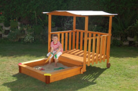 Holz Spielhaus mit Sandkasten